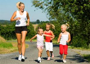 Детский бег, бегать всей семьей, бег трусцой группой
